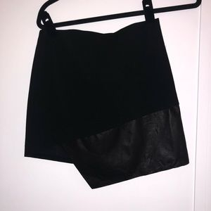 Alice and Olivia Black Mini Skirt With Leather NEW